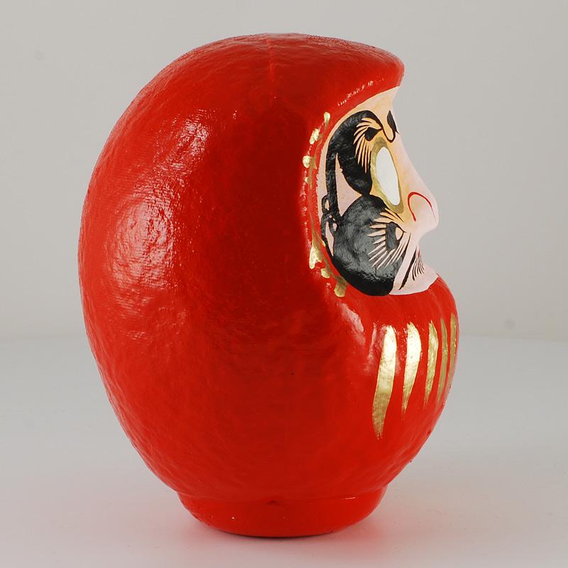 Дарума red, 14 см, вид сбоку