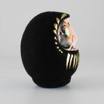 Дарума black, 11 см, вид сбоку