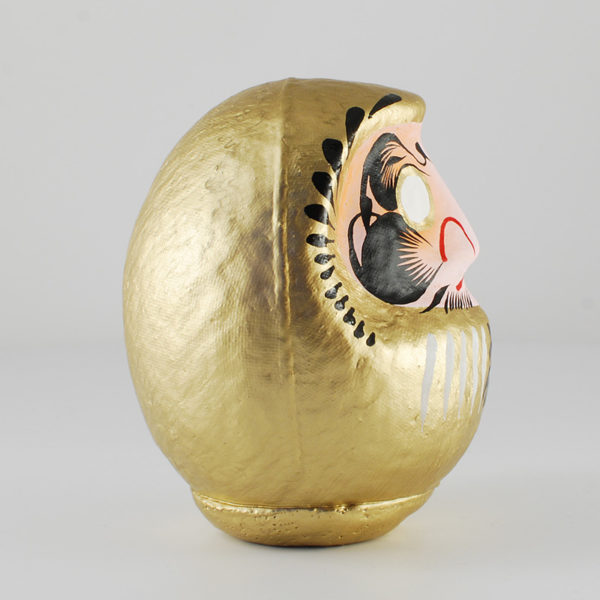 Дарума gold, 11 см, вид сбоку